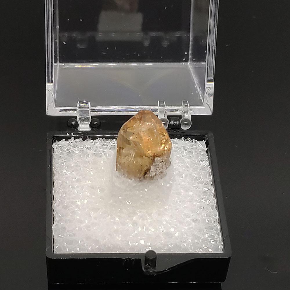 圖示-黃色托帕石晶體